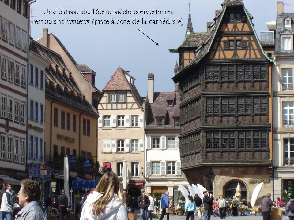 Une bâtisse du 16eme siècle convertie en restaurant luxueux (juste à coté de la cathédrale)