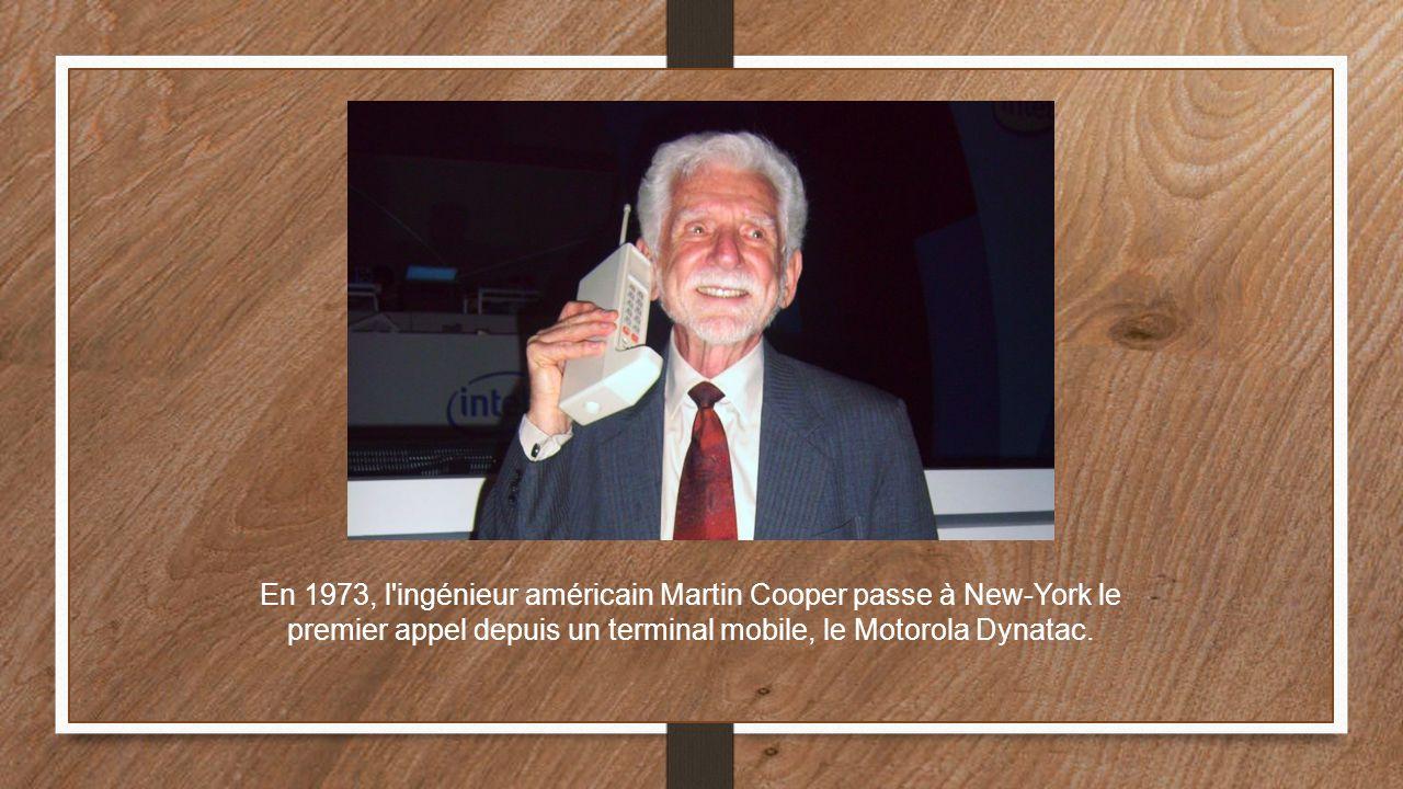 En 1973, l'ingénieur américain Martin Cooper passe à New-York le premier appel depuis un terminal mobile, le Motorola Dynatac.