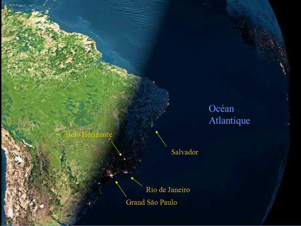 La photo suivante, prise telle quelle d'un satellite, est la nuit qui tombe au Brésil. La deuxième est la même avec une modification des nuances pour