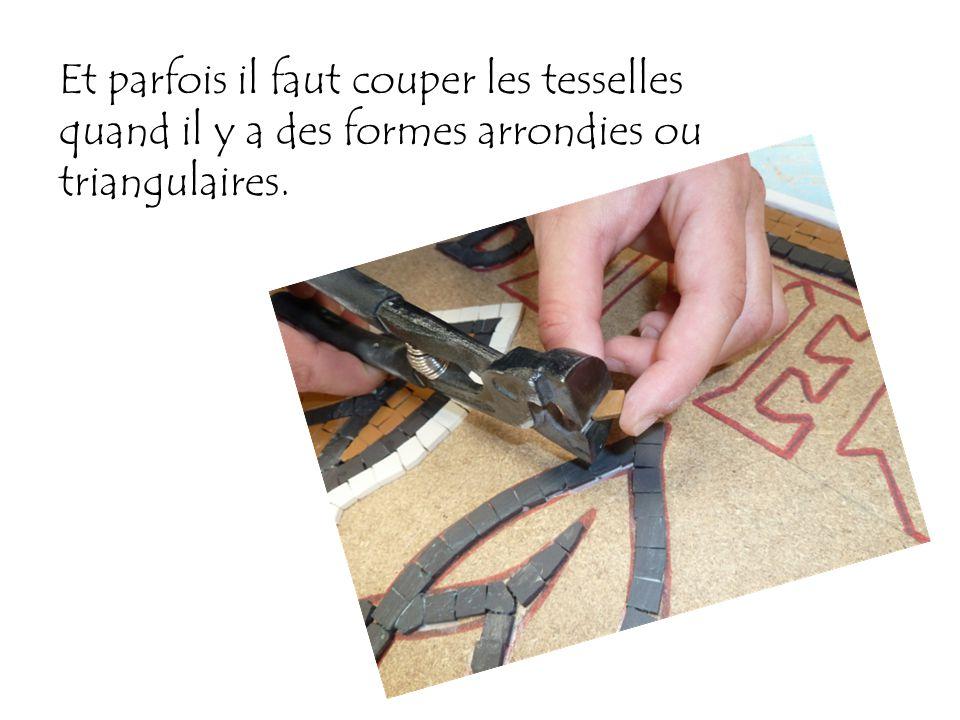 Et parfois il faut couper les tesselles quand il y a des formes arrondies ou triangulaires.