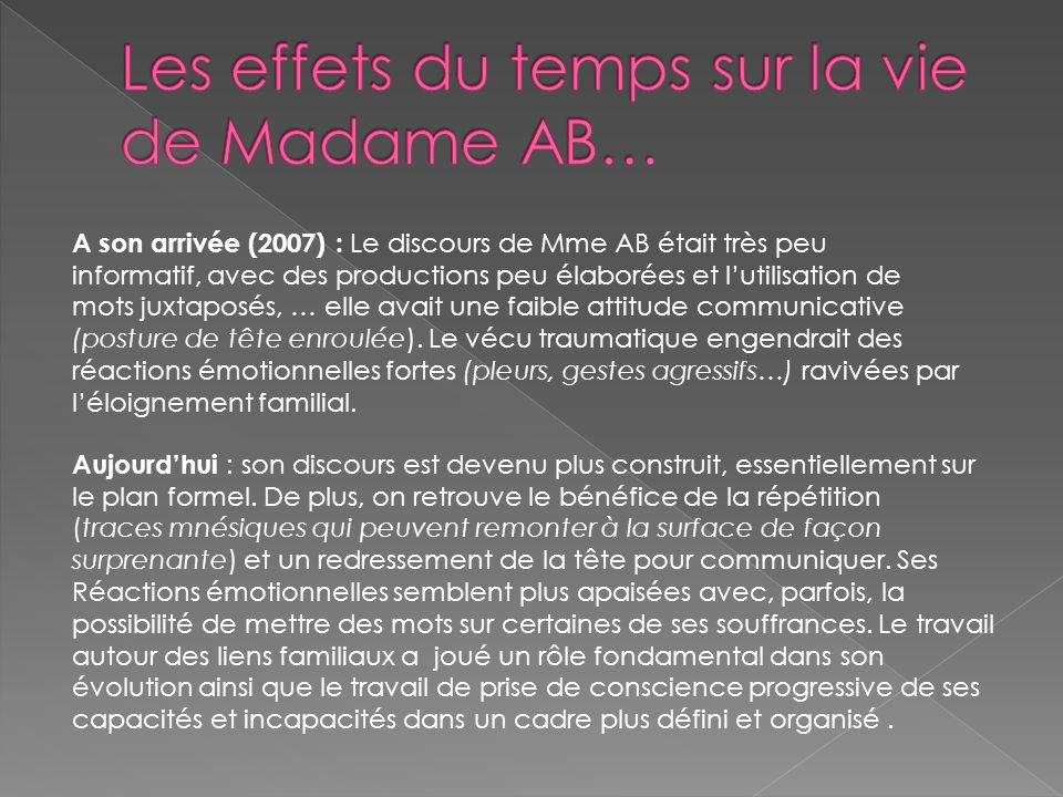 A son arrivée (2007) : Le discours de Mme AB était très peu informatif, avec des productions peu élaborées et l'utilisation de mots juxtaposés, … elle