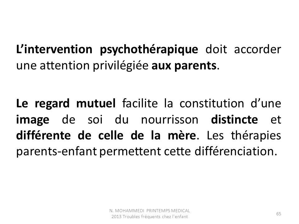 L'intervention psychothérapique doit accorder une attention privilégiée aux parents. Le regard mutuel facilite la constitution d'une image de soi du n
