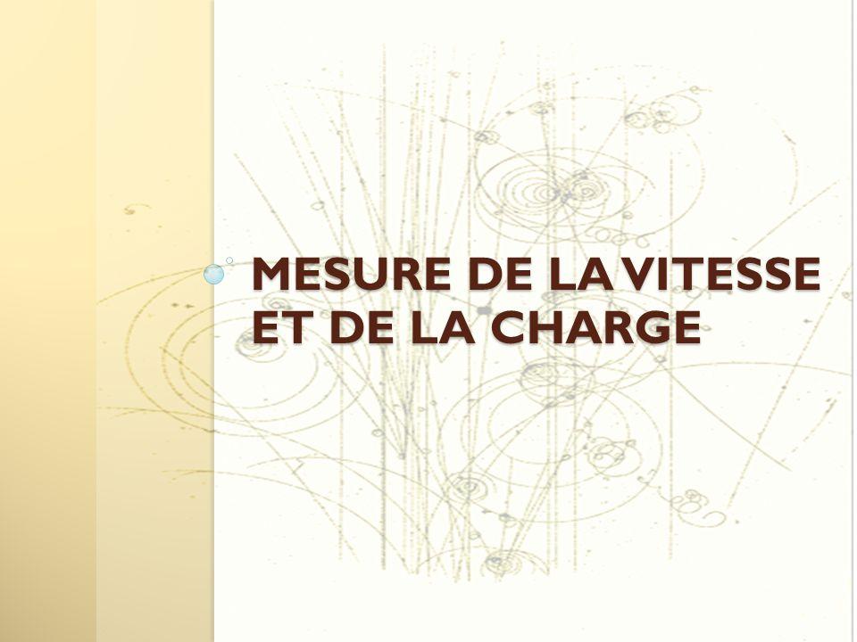 Pour mesurer la charge et la vitesse, on va utiliser un aimant En effet les particules chargées, lorsqu'elles sont soumises a l'action d'un champ magnétique, vérifient l'équation du mouvement : Rayon de courbure R=mv/qB Un aimant pour mesurer la masse, la vitesse et la charge .