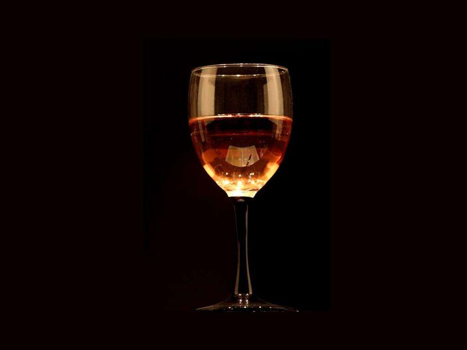 Le vin console les tristes, rajeunit les vieux, inspire les jeunes, soulage les déprimés du poids de leurs soucis. Lord Byron