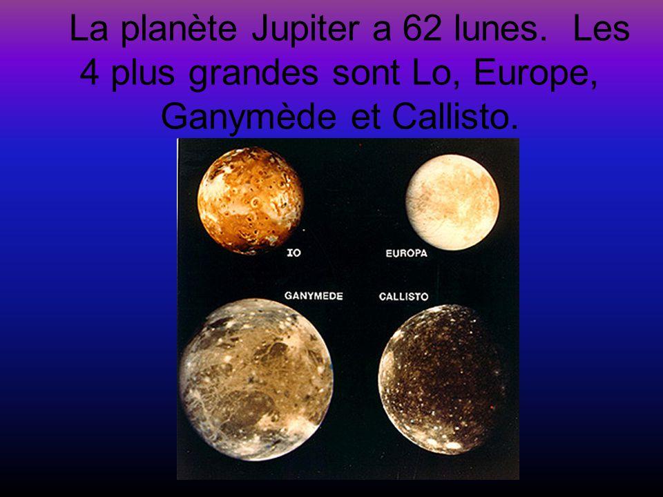 La planète Jupiter a 62 lunes. Les 4 plus grandes sont Lo, Europe, Ganymède et Callisto.