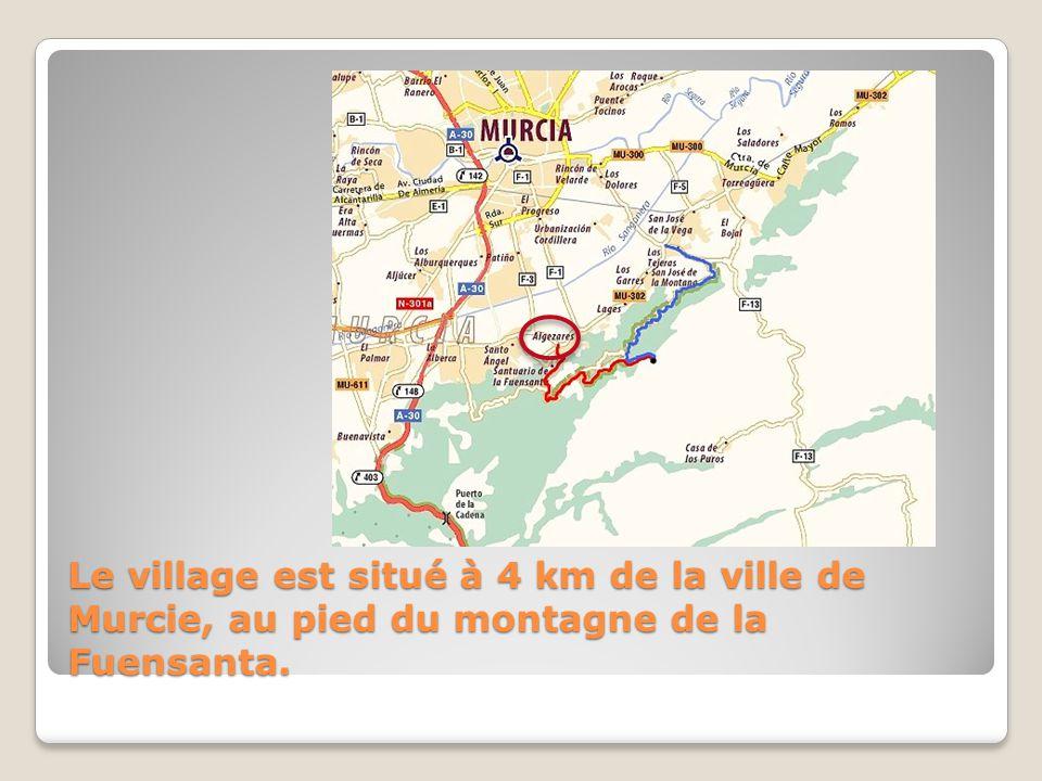 Le village est situé à 4 km de la ville de Murcie, au pied du montagne de la Fuensanta.