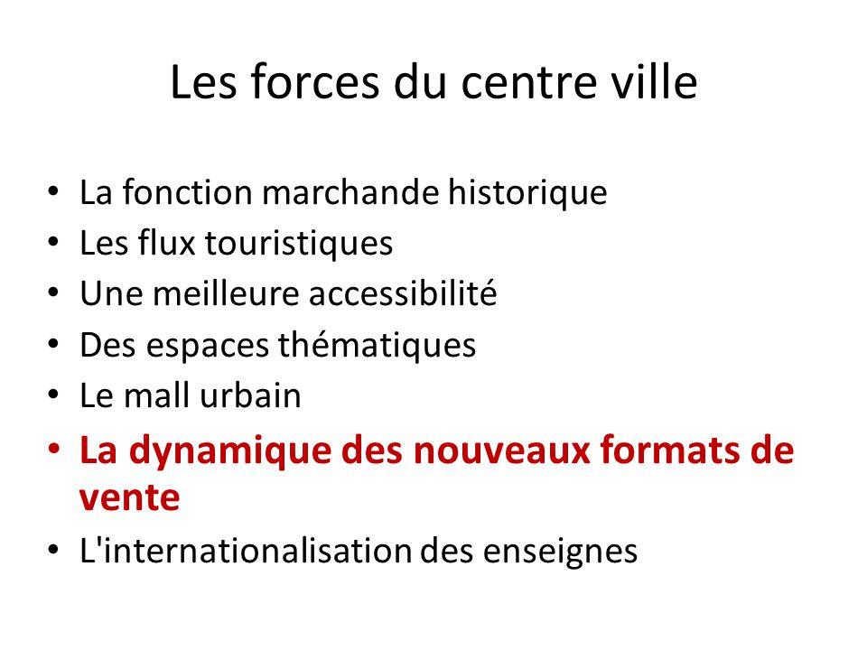 Les forces du centre ville La fonction marchande historique Les flux touristiques Une meilleure accessibilité Des espaces thématiques Le mall urbain L