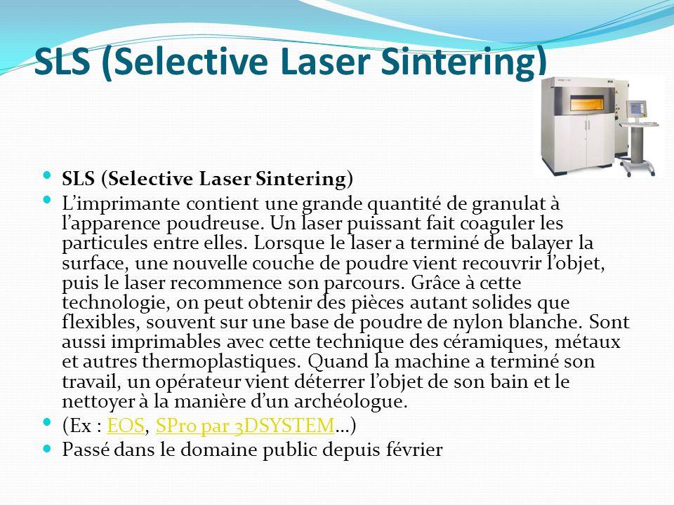 SLS (Selective Laser Sintering) L'imprimante contient une grande quantité de granulat à l'apparence poudreuse. Un laser puissant fait coaguler les par