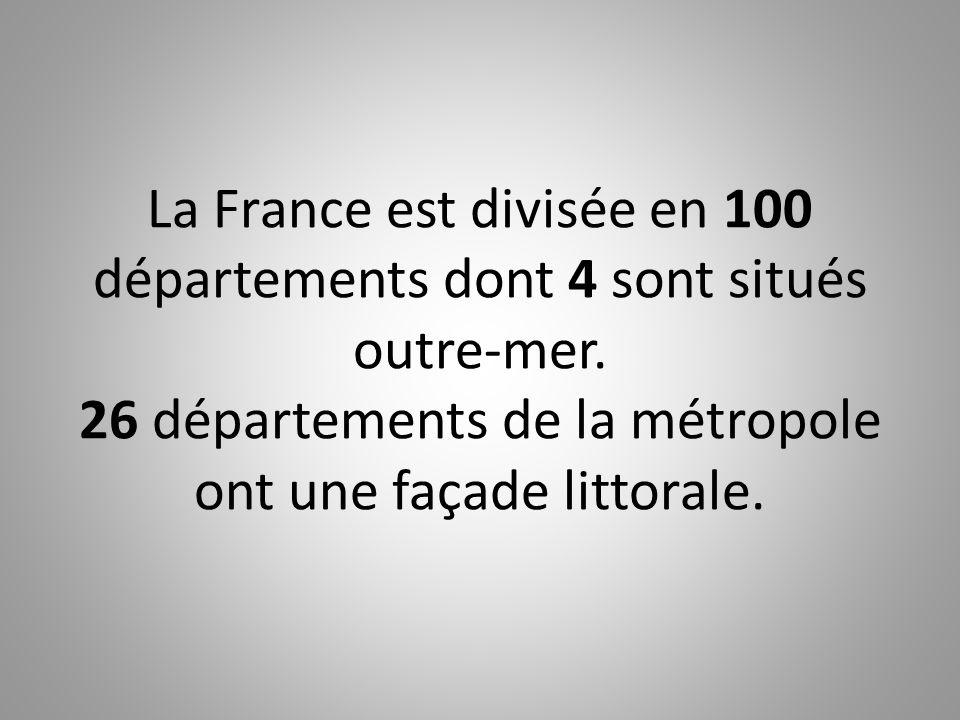 La France est divisée en 100 départements dont 4 sont situés outre-mer. 26 départements de la métropole ont une façade littorale.
