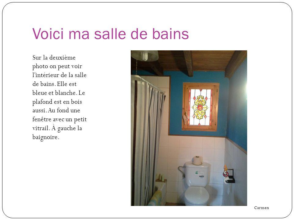 Voici ma salle de bains Sur la deuxième photo on peut voir l'intérieur de la salle de bains. Elle est bleue et blanche. Le plafond est en bois aussi.
