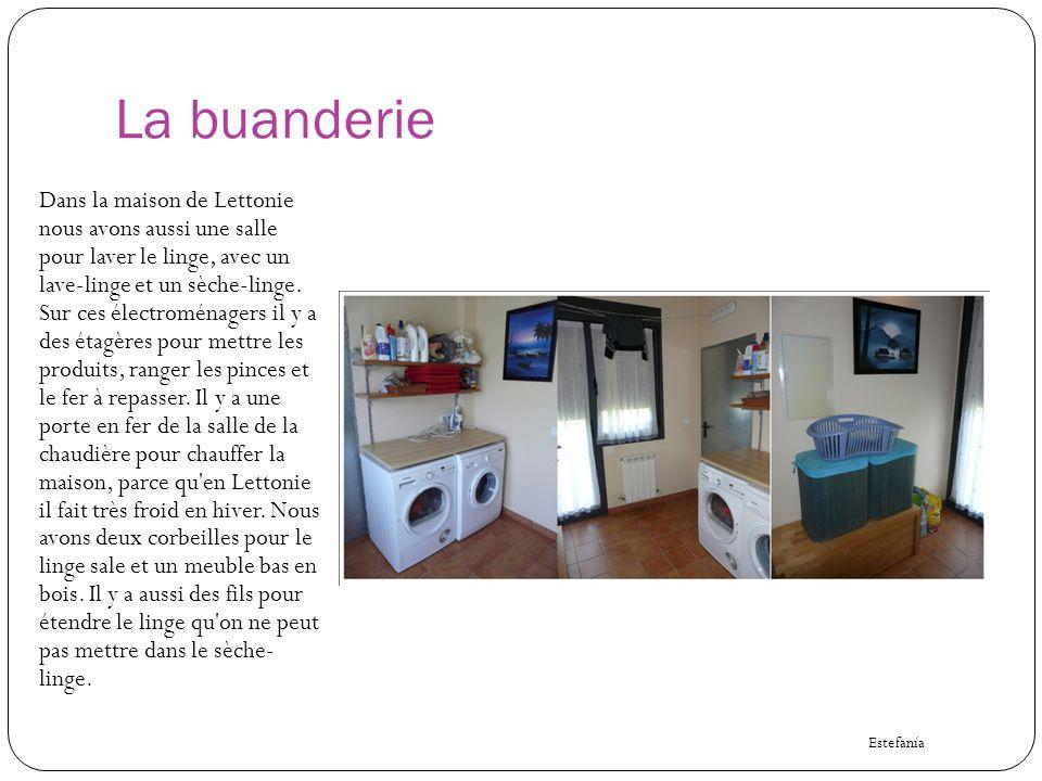 La buanderie Dans la maison de Lettonie nous avons aussi une salle pour laver le linge, avec un lave-linge et un sèche-linge. Sur ces électroménagers