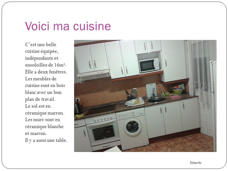Voici ma cuisine C'est une belle cuisine équipée, indépendante et ensoleillée de 16m². Elle a deux fenêtres. Les meubles de cuisine sont en bois blanc