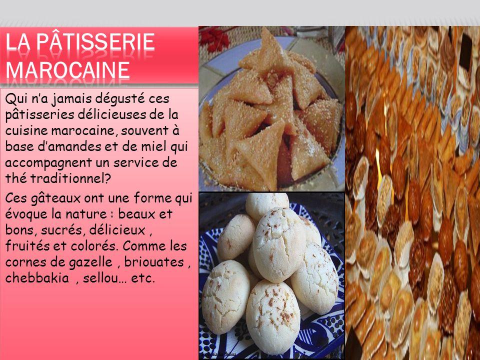 Qui n'a jamais dégusté ces pâtisseries délicieuses de la cuisine marocaine, souvent à base d'amandes et de miel qui accompagnent un service de thé traditionnel.