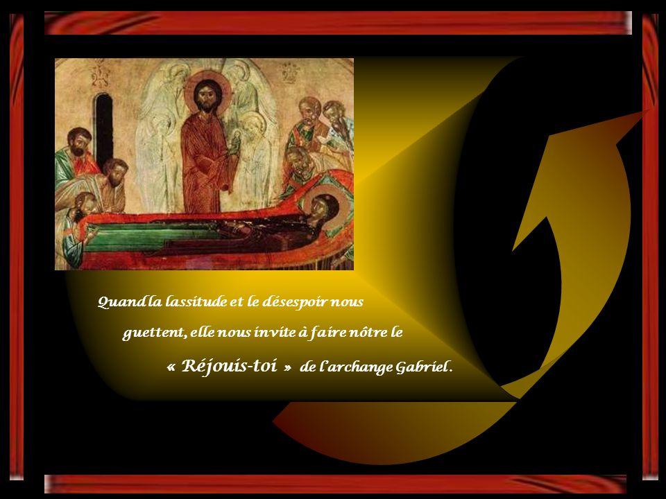 Aux chrétiens et aux hommes qui l'invoquent, elle offre le baume de sa présence invisible et le rempart de son inlassable protection.