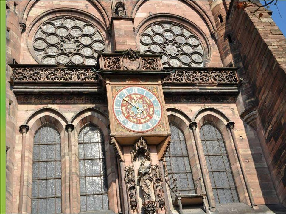 L'horloge Astronomique est un chef d'œuvre de la Renaissance.Construite au 16 ème siècle, elle Faisait parties des 7 merveilles de l' Allemagne. Aujou