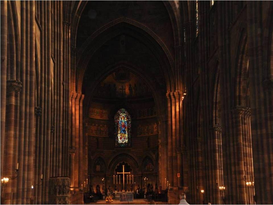 Avec plus de 4 millions de visiteurs par an, la Cathédrale Notre Dame de Strasbourg est la Deuxième cathédrale la plus visitée de France. Après Notre