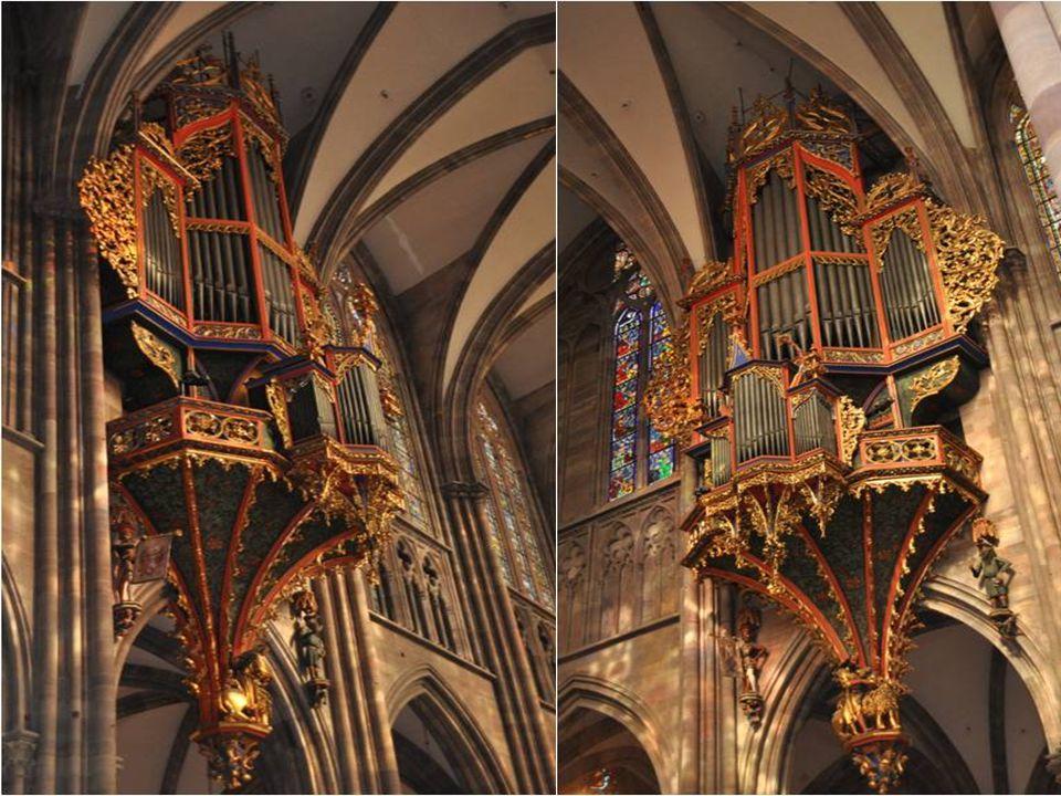 Le grand orgue de la cathédrale, bien que très ornés, est de taille modeste, Il se situe dans la nef en nid d'hirondelles, accroché à un mur intérieur