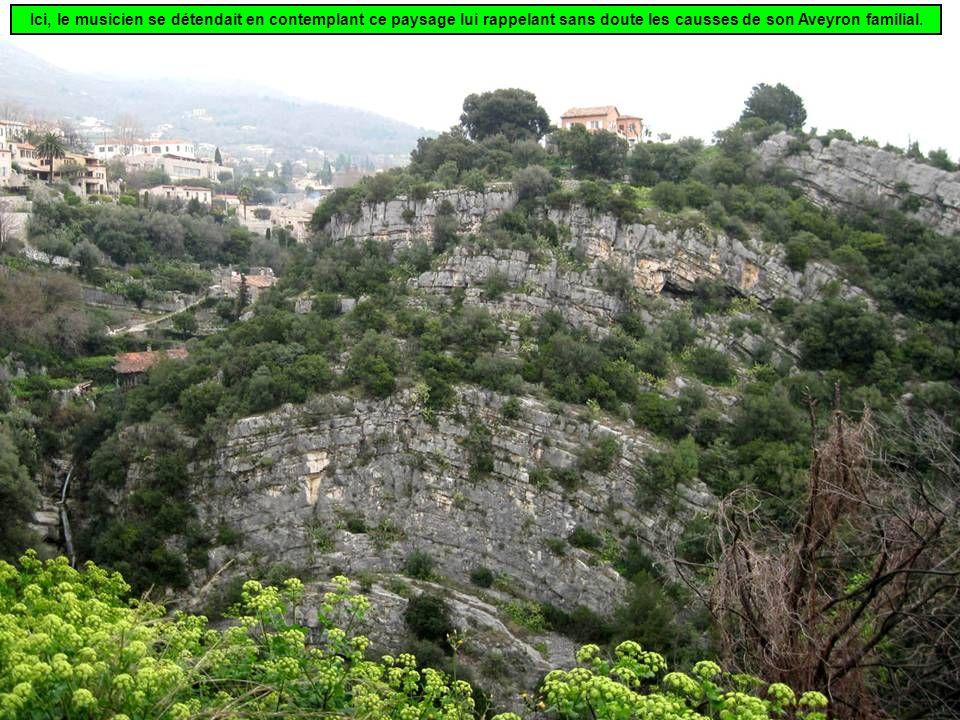 Ici, le musicien se détendait en contemplant ce paysage lui rappelant sans doute les causses de son Aveyron familial.