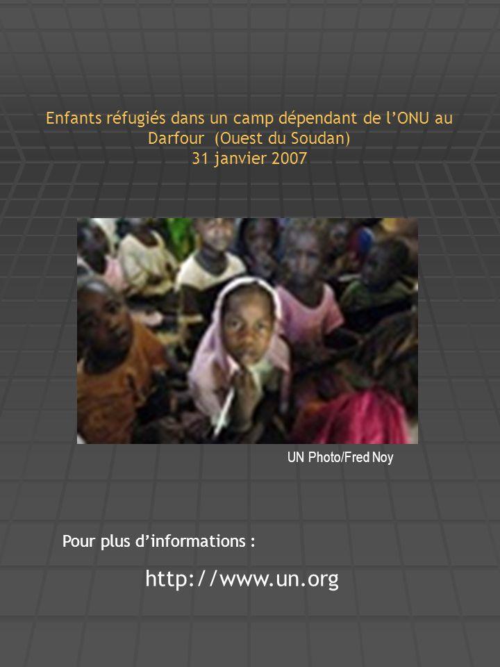 Enfants réfugiés dans un camp dépendant de l'ONU au Darfour (Ouest du Soudan) 31 janvier 2007 UN Photo/Fred Noy Pour plus d'informations : http://www.