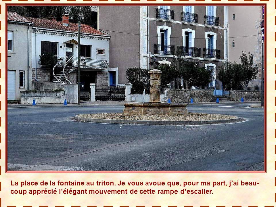Une fontaine aux tritons. Les fontaines sont légion dans cette ville d'eaux, et rivalisent d'originalité.