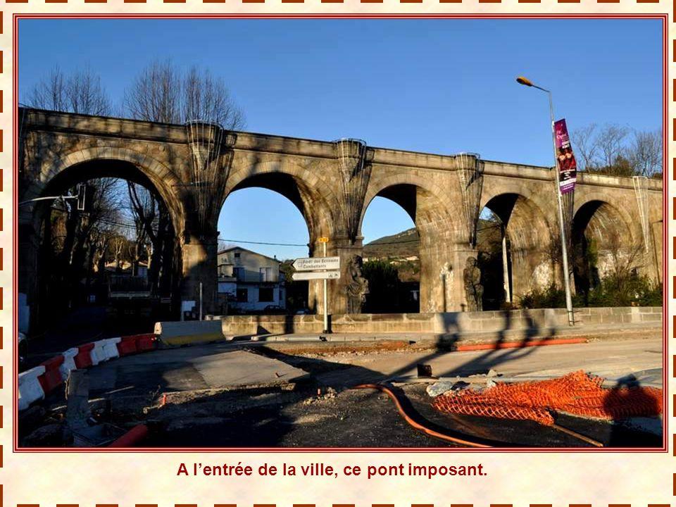 Fin décembre 2011. Nous voilà en va- cances chez notre amie Bernadette, à Alignan-du-Vent (Hérault) et nous en profitons pour découvrir la ré- gion. A