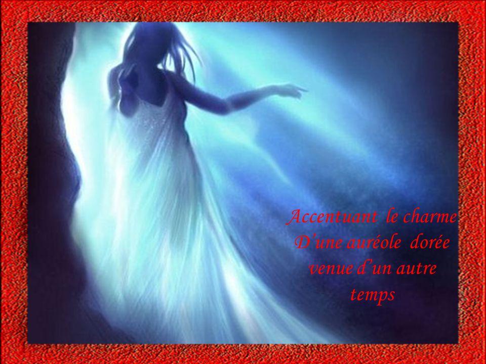 Ta démarche légère hypnotise mon regard Tes longs cheveux qui flottent soulevés par le vent et dansent sur tes épaules…….