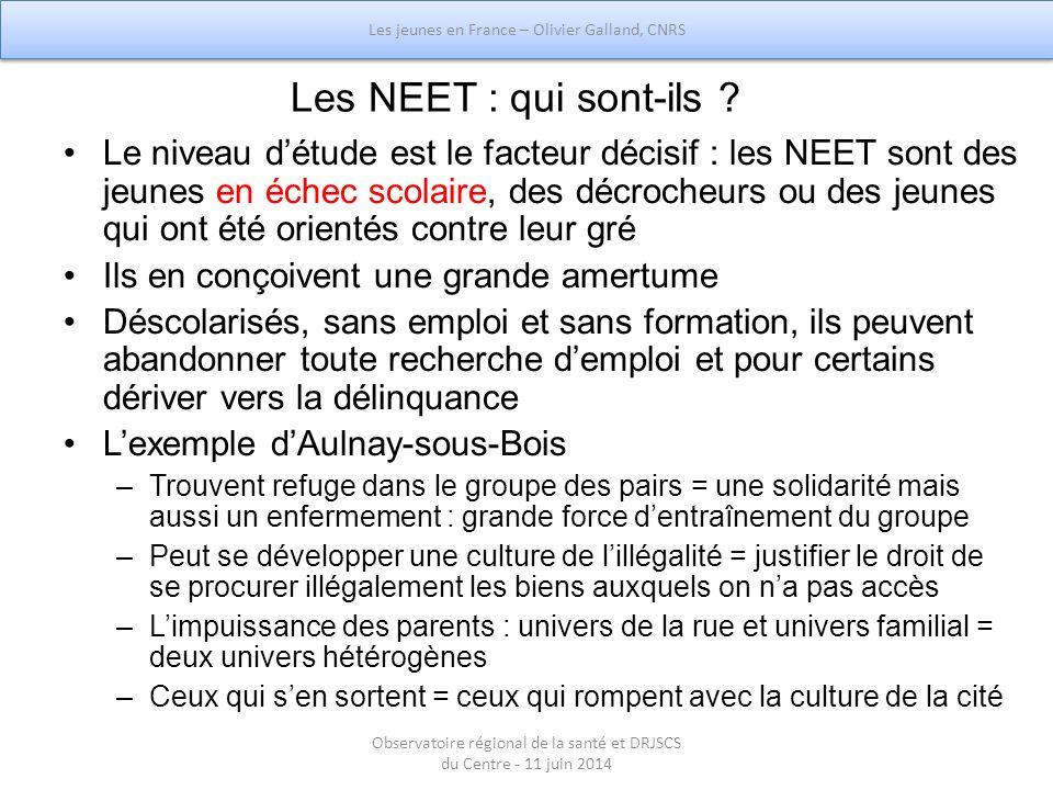 Les NEET : qui sont-ils ? Le niveau d'étude est le facteur décisif : les NEET sont des jeunes en échec scolaire, des décrocheurs ou des jeunes qui ont