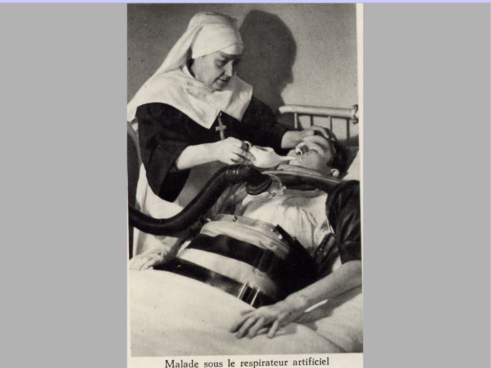 La même année 1976, le Centre de Transfusion Sanguine ouvrit une antenne toute voisine de l'hématologie et du réfectoire de la communauté, là où étaient les réfectoires des patrons, des internes et des externes jusqu'en 1959 avant le transfert au-dessus des cuisines d'alors...