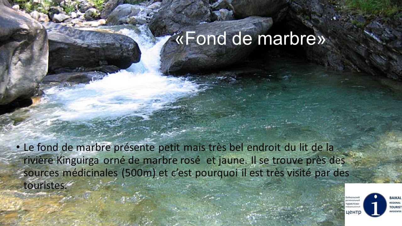 «Fond de marbre» Le fond de marbre présente petit mais très bel endroit du lit de la rivière Kinguirga orné de marbre rosé et jaune. Il se trouve près