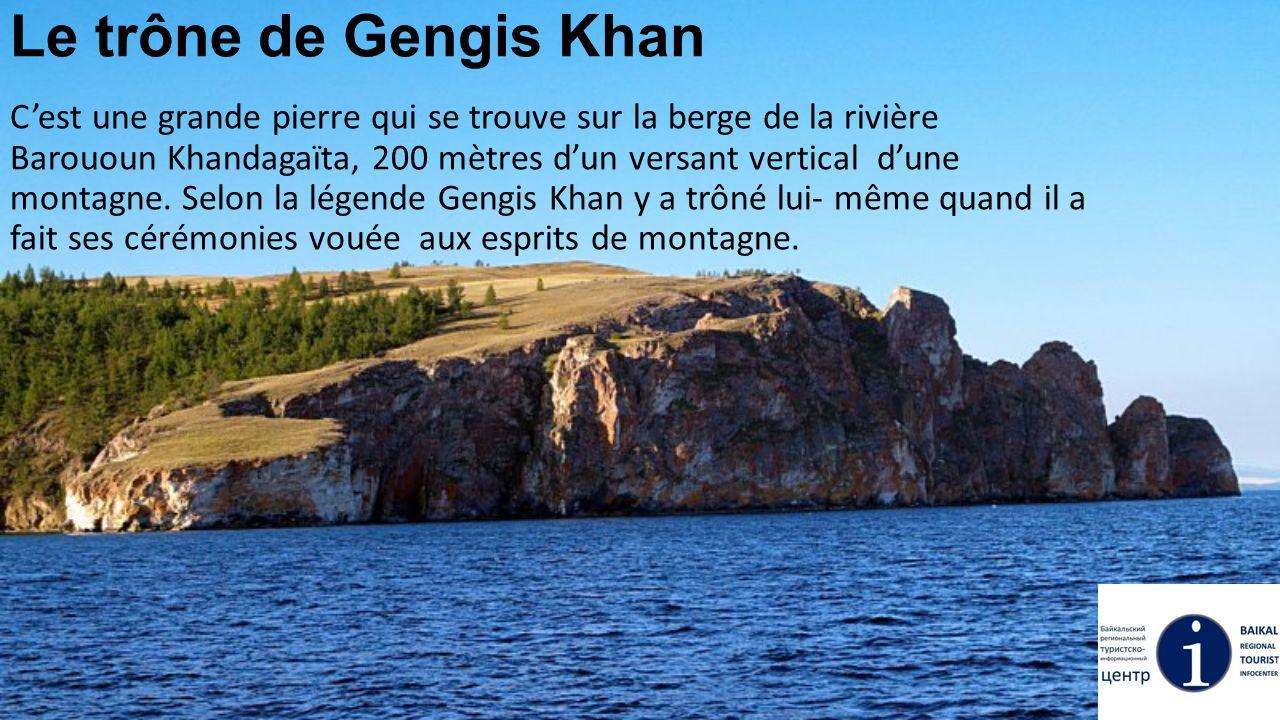 Le trône de Gengis Khan C'est une grande pierre qui se trouve sur la berge de la rivière Barououn Khandagaïta, 200 mètres d'un versant vertical d'une