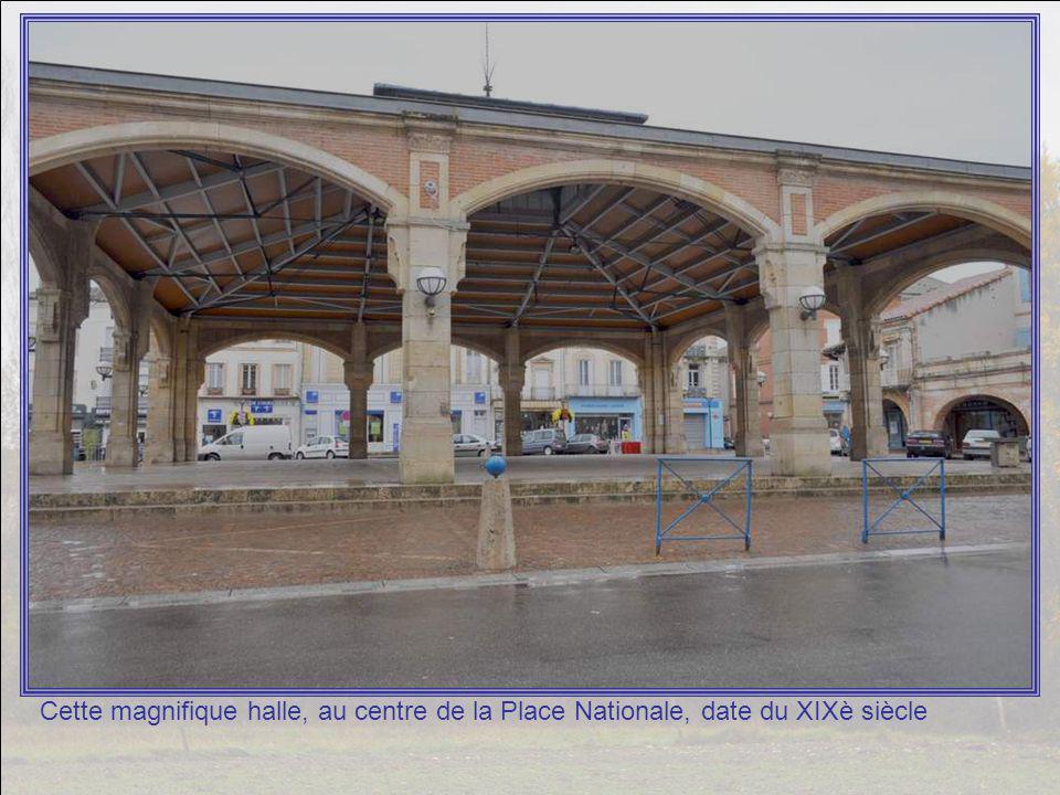 Fière – à juste titre – de ses lavoirs, la mairie de Valence donne les explications suivantes sur un panneau : Fondée en bordure de basse plaine, la b