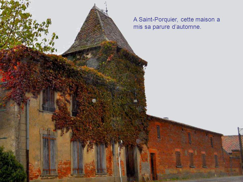 Encore un pigeonnier à la sortie de Moissac. Ces pigeonniers sont la fierté du Tarn et Garonne.