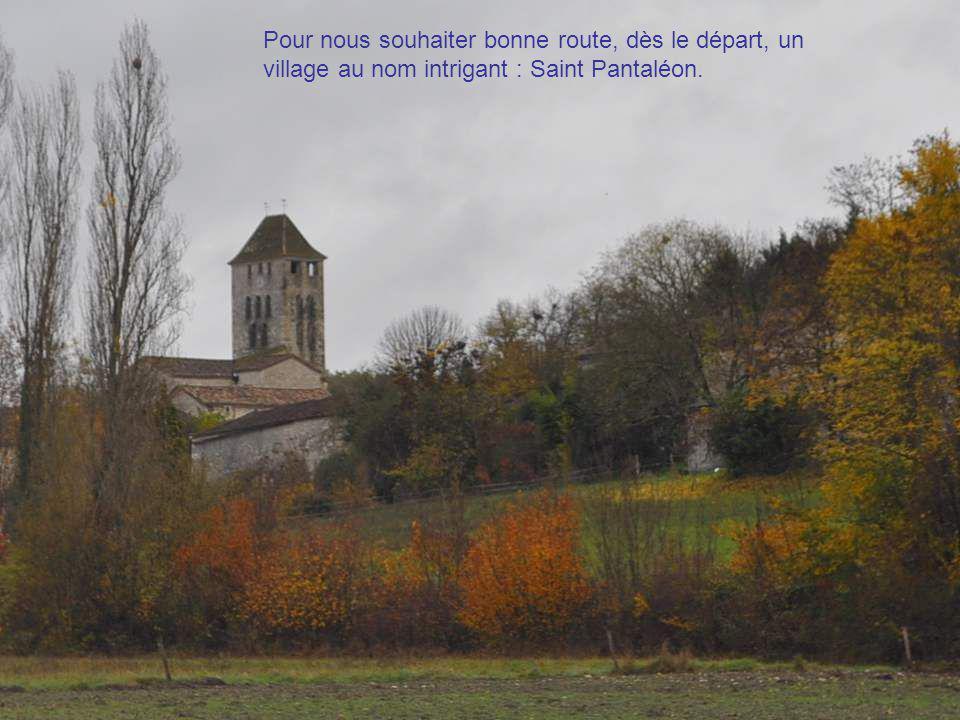 Nous quittons ce matin-là Cahors, après un der- nier regard admiratif vers la ville drapée dans les magnificences de l'au- tomne.