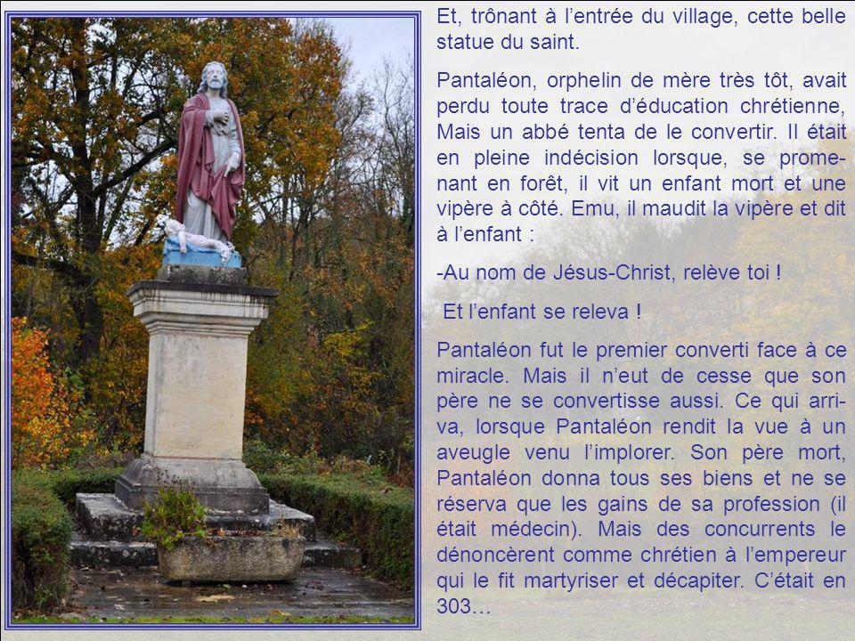 Pour nous souhaiter bonne route, dès le départ, un village au nom intrigant : Saint Pantaléon.