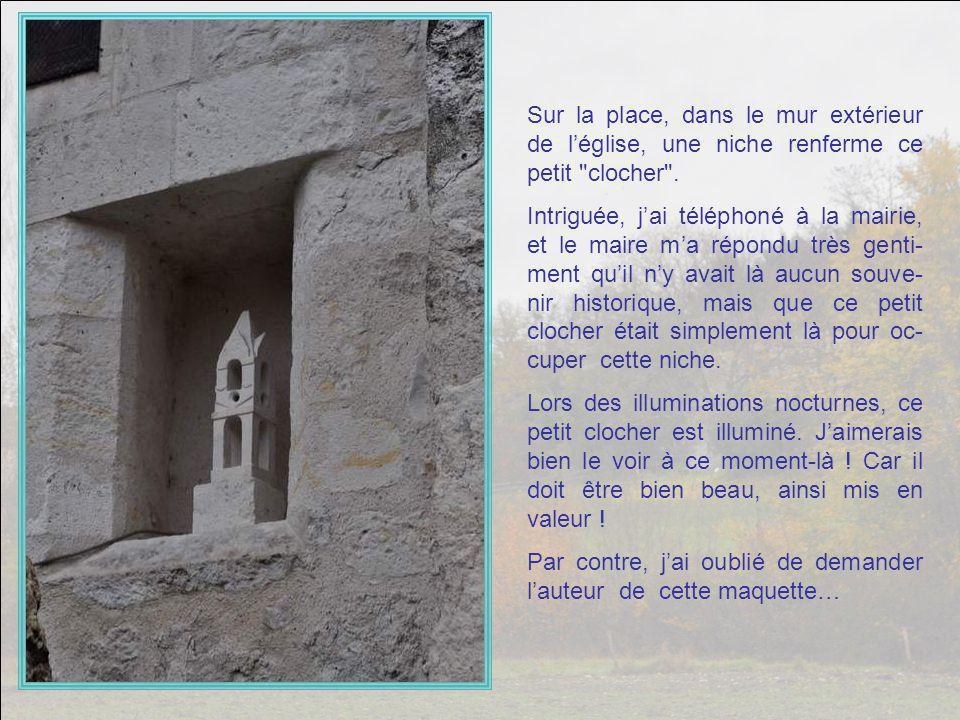 La Place du Souvenir. Admirez la belle fontaine ! Un coin qui respire la paix…
