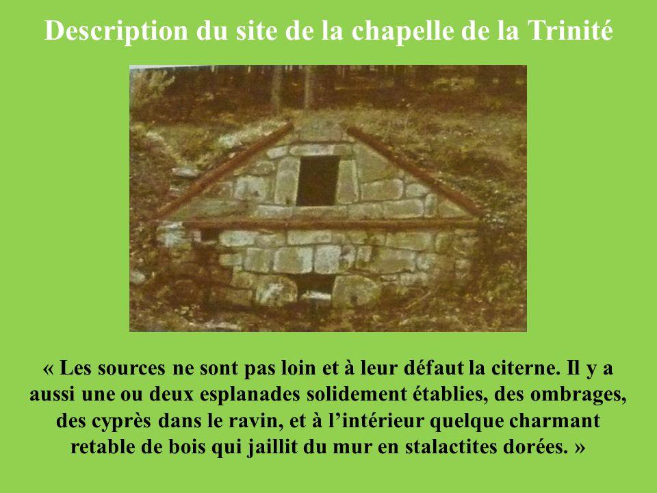 Description du site de la chapelle de la Trinité « Les sources ne sont pas loin et à leur défaut la citerne. Il y a aussi une ou deux esplanades solid
