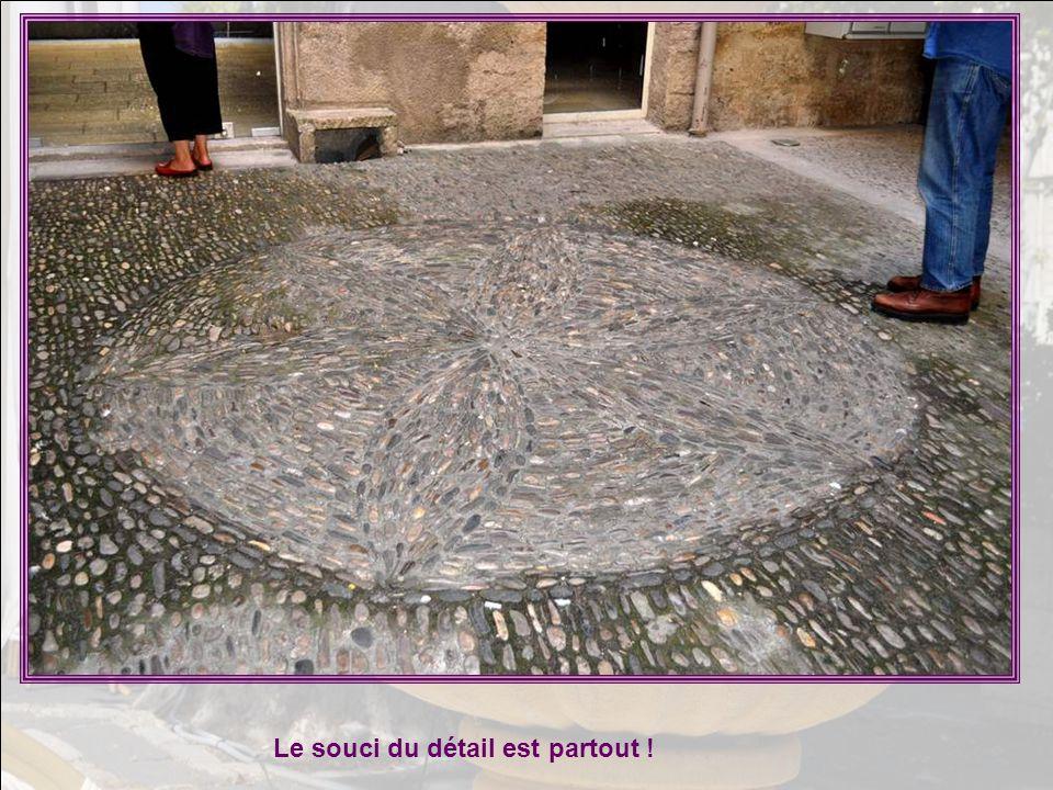 Ville d'art au cœur du vignoble des coteaux du Languedoc, Pézenas reste à jamais la ville de Molière et plus récem- ment de Bobby Lapointe. De magnifi