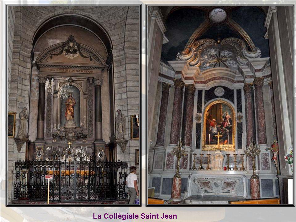 Mais Bernadette voulait nous montrer un orgue fabuleux ! Elle nous entraîne rue des Chevaliers de Saint Jean, dans la Collégiale Saint Jean. Et je doi