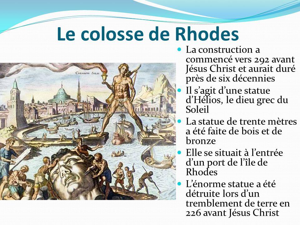 Le colosse de Rhodes La construction a commencé vers 292 avant Jésus Christ et aurait duré près de six décennies Il s'agit d'une statue d'Hélios, le d