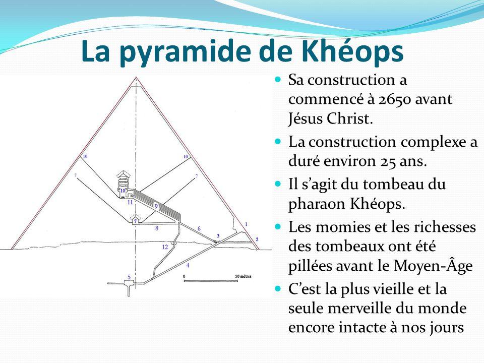 La pyramide de Khéops Sa construction a commencé à 2650 avant Jésus Christ. La construction complexe a duré environ 25 ans. Il s'agit du tombeau du ph