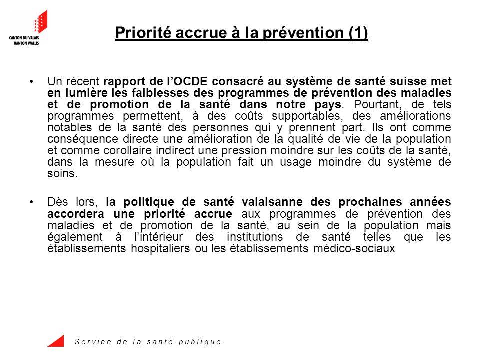 S e r v i c e d e l a s a n t é p u b l i q u e Priorité accrue à la prévention (1) Un récent rapport de l'OCDE consacré au système de santé suisse met en lumière les faiblesses des programmes de prévention des maladies et de promotion de la santé dans notre pays.