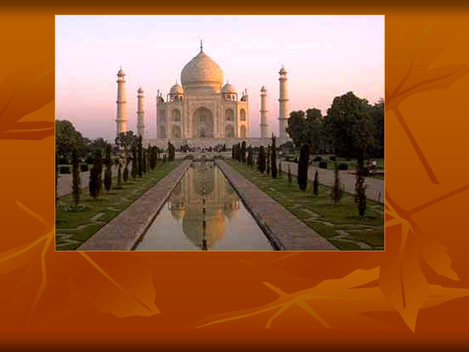 Le célèbre Taj Mahâl, immense monument funéraire construit en Inde par un architecte persan assisté de nombreux compagnons de nationalités différentes, a été construit également selon les proportions du nombre d'or