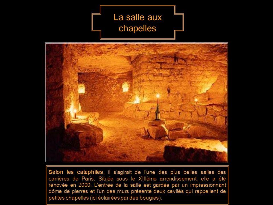 Cata-kit Bougies et lampe torche constituent une partie de l'équipement indispensable pour explorer les catacombes. Les bougies permettent d'économise