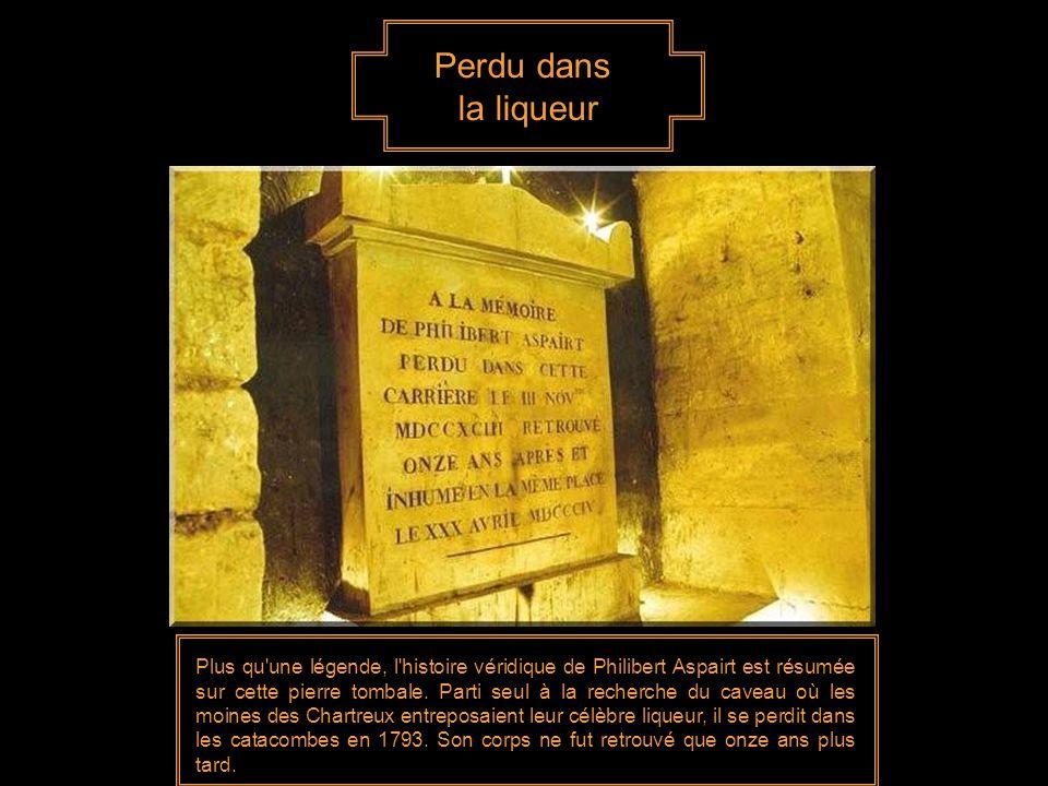 Perdu dans la liqueur Plus qu une légende, l histoire véridique de Philibert Aspairt est résumée sur cette pierre tombale.