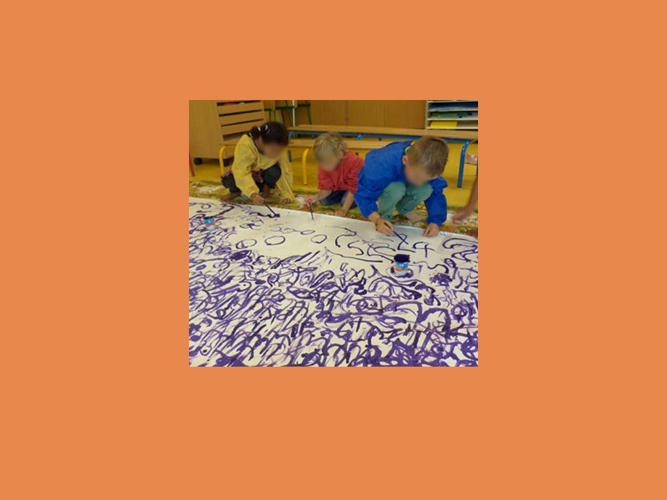 Découverte de l'écrit Reconnaître et écrire des lettres de notre alphabet Faire correspondre les lettres de notre alphabet avec d'autres lettres appartenant à d'autres alphabets Écrire en capitales, en cursive… Connaître les différents support de l'écrit: notamment ici un catalogue d'exposition, une carte de vœux, un carton d'invitation, des mots croisés….