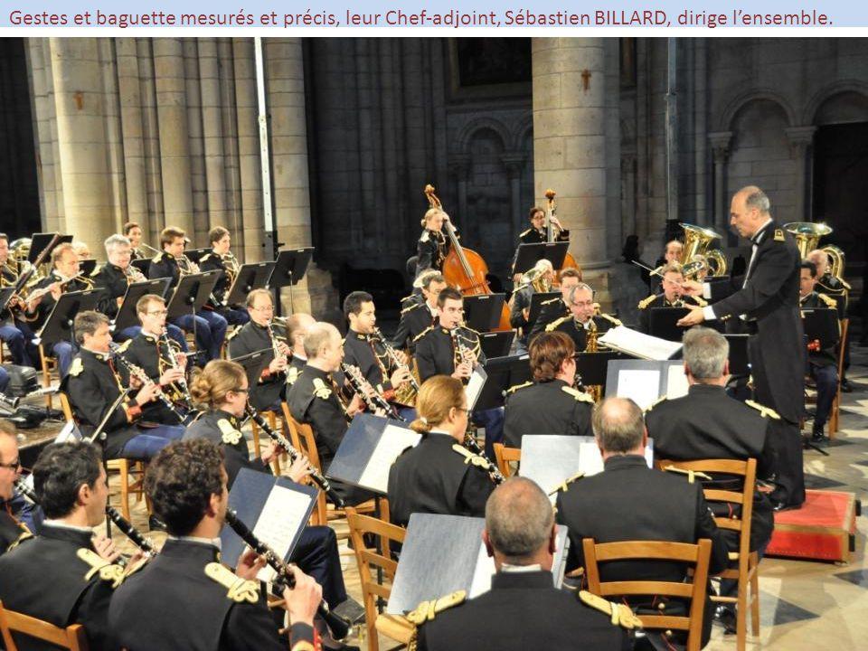 Gestes et baguette mesurés et précis, leur Chef-adjoint, Sébastien BILLARD, dirige l'ensemble.