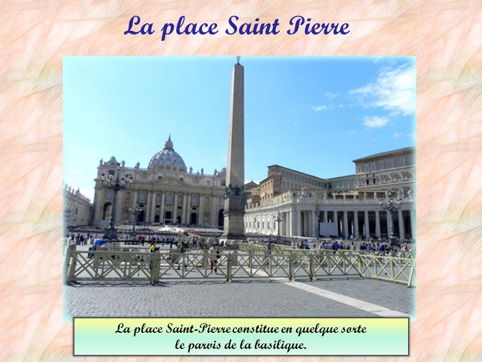 La place et le palais du Quirinal La place est située sur la colline la plus haute de Rome: la colline du Quirinal. Le Palais du Quirinal est la résid
