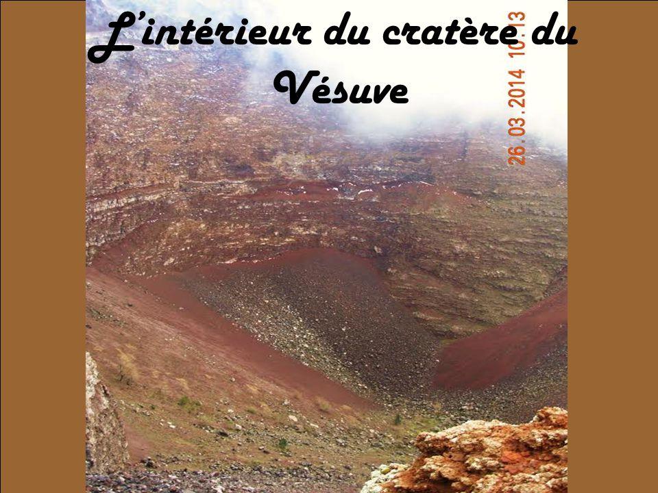 L'intérieur du cratère du Vésuve