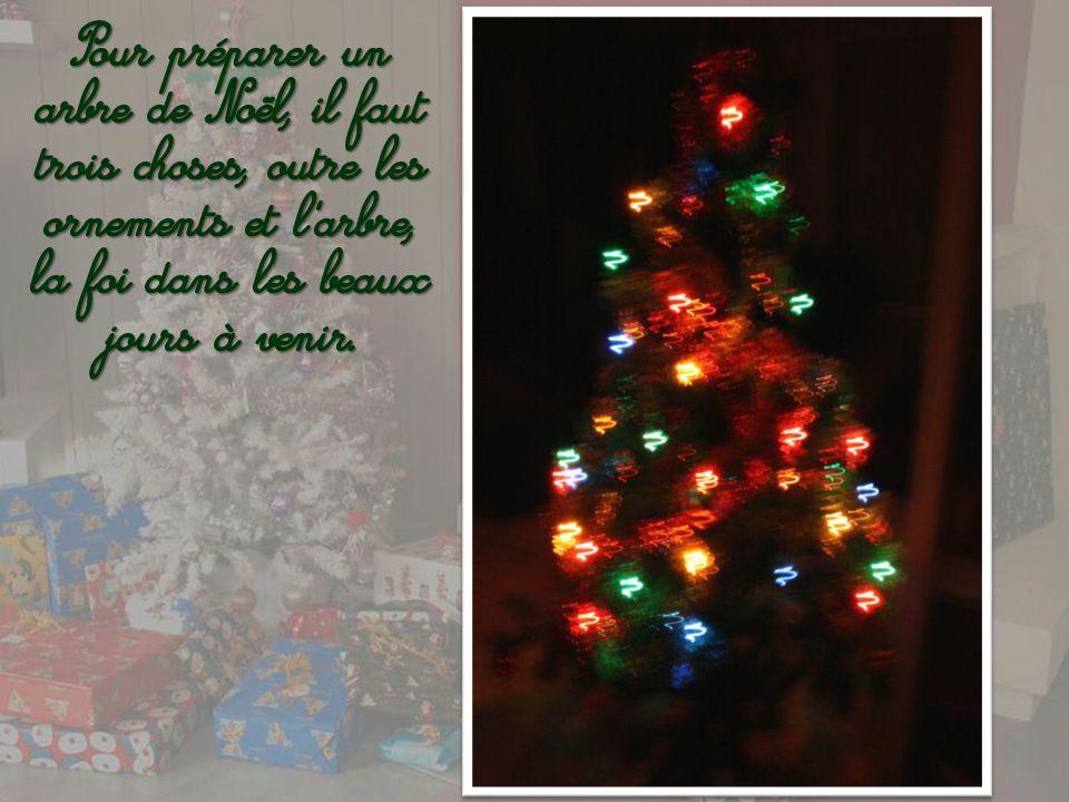 Pour préparer un arbre de Noël, il faut trois choses, outre les ornements et l arbre, la foi dans les beaux jours à venir.
