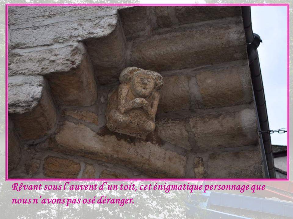Elle rappelle les 50 évêques de Bethléem venus en exil à Clamecy après la disparition du royaume latin de Jérusalem entre 1225 et 1793.